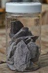 "Plum_stone_mulch.jpeg - ""Plum stone mulch"" 20kg<br /> (Violetinė) Skalūno skalda (30-60mm) 20kg<br /> Kaina: 8,00€"